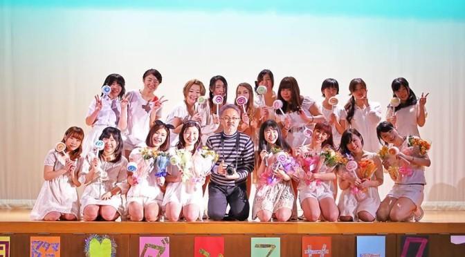 国際ダンスサークルのメンバーと写真を撮ったら、女子会に紛れ込んだ人になった
