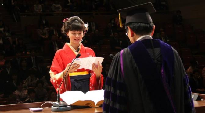 敬和学園大学2013年度卒業式でまるりの答辞